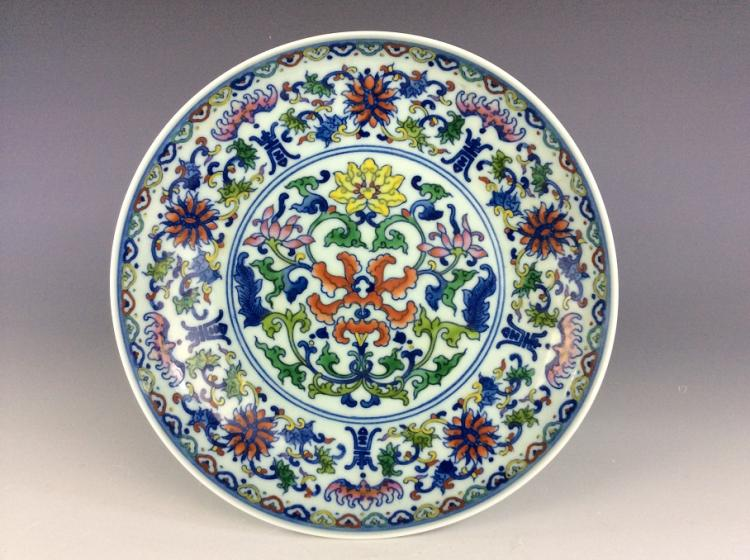 Fine Chienese porcelain plate, doucai glaved, marked