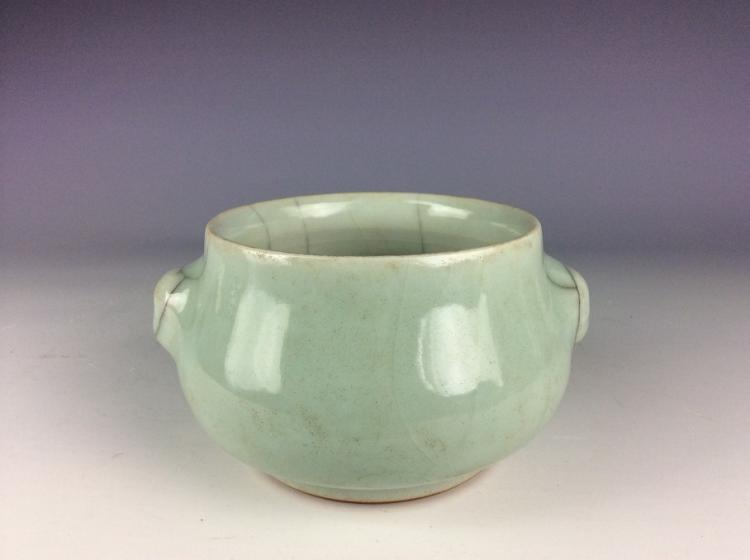 Chinese Guan style porcelain bowl, celadon glazed with crackle line.