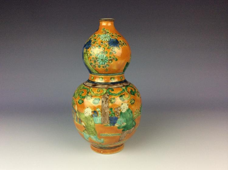 Fine Chinese Ming style porcelain vase, yellow ground with Wucai glazed, marked