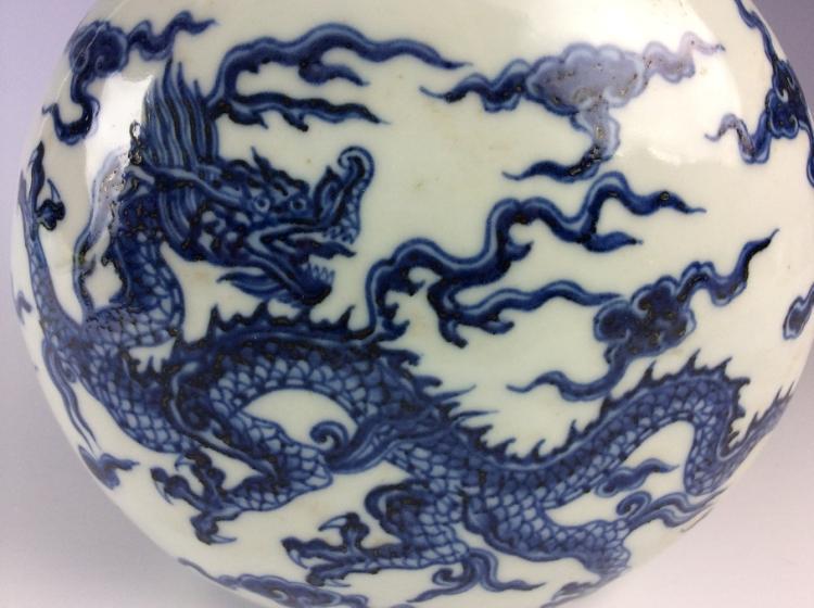 Fine Chinese porcelain vase, blue & white glazed, decorated and marked