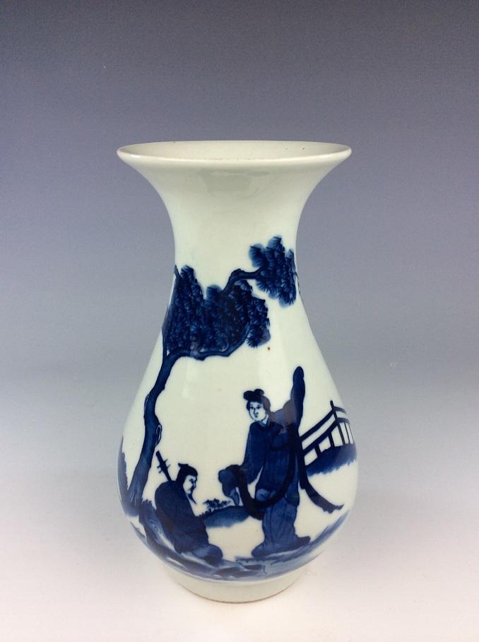 Vintage Chinese porcelain vase, blue & white glaze