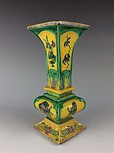 Fine Chinese Sancai porcelain vase