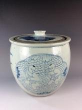 Large vintage Chinese porcelain jar with lid, blue & white glazed, decorated