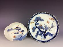 A pair of Japanese porcelain plates.