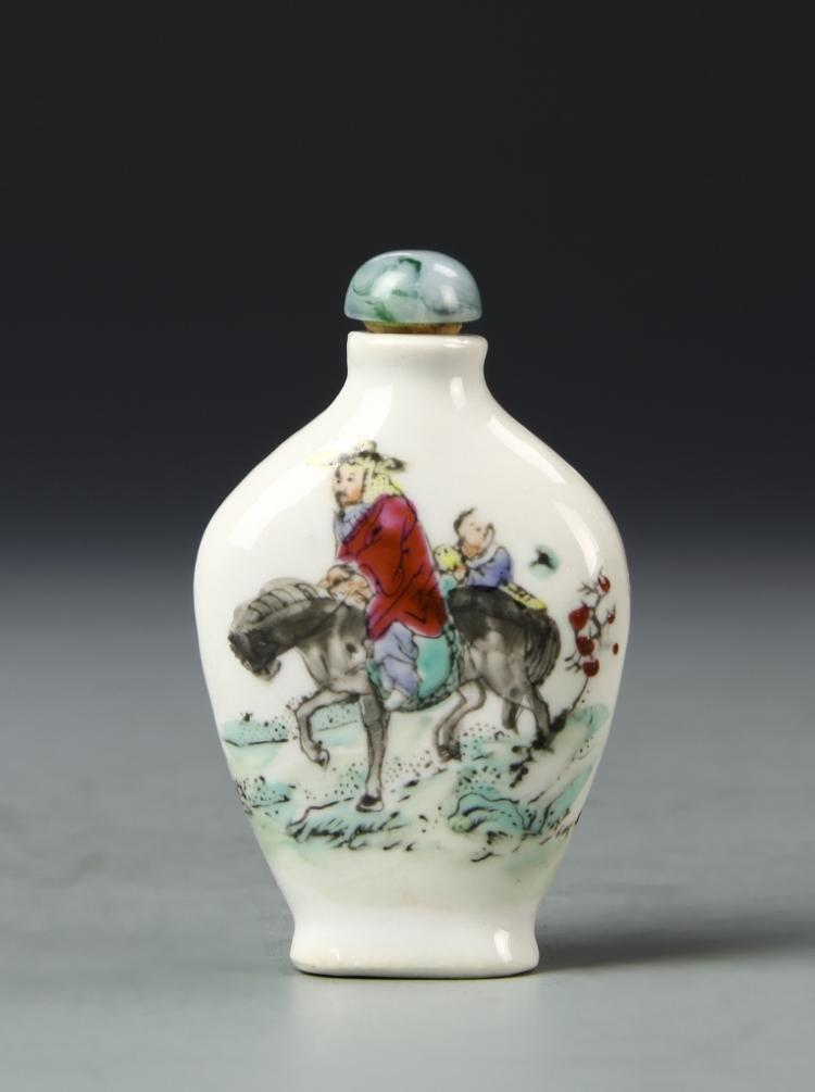 Chinese Famille Rose Snuff Bottle