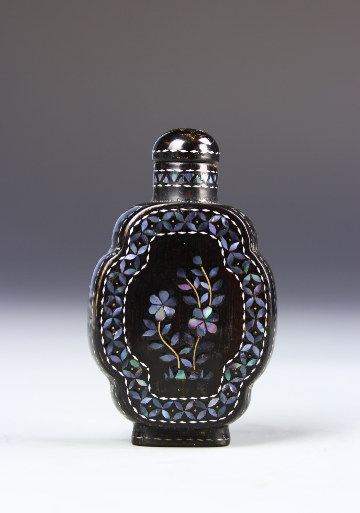 Chinese Lacquered Snuff Bottle