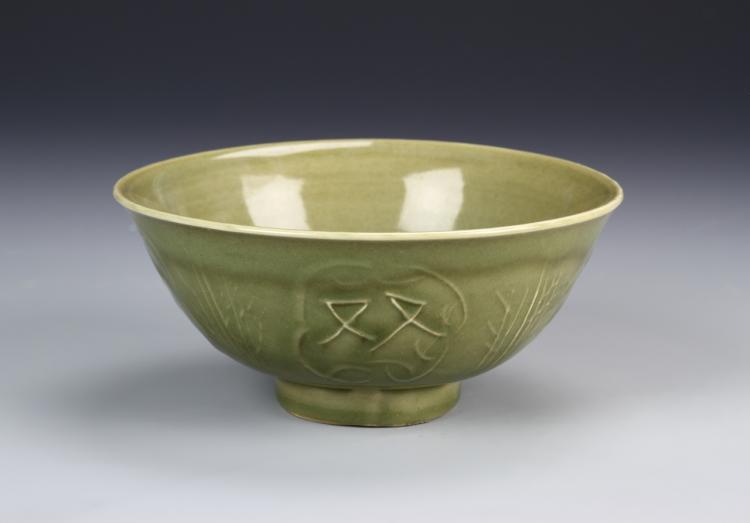 Chinese Long Quan Yao Bowl