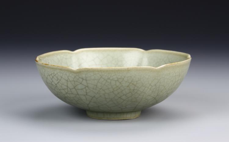 Chinese Ming Dynasty Celadon Glazed Bowl