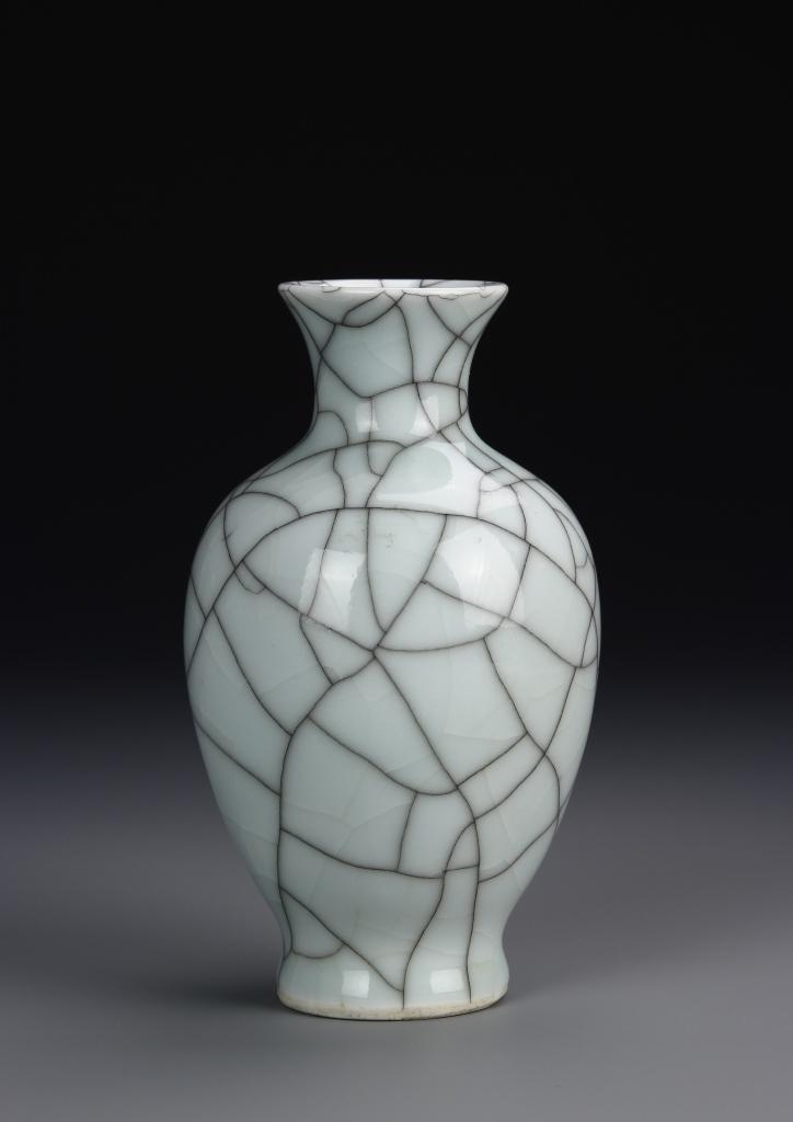 Chinese Qing Dynasty Geyao Vase