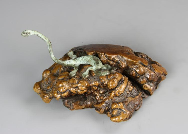 Bronze Lizard On Natural Wood Stand