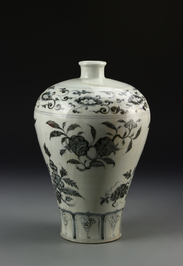 Chinese Black and White Meiping Vase