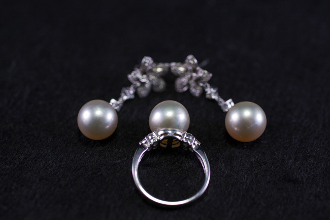 A GROUP OF WHITE GOLD , PEARLS AND DIAMOND JEWELRY