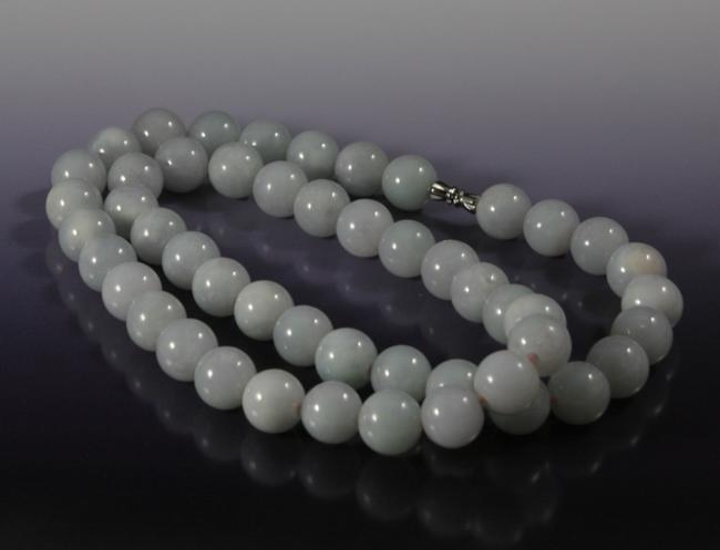 A Purple Jadeite Necklace