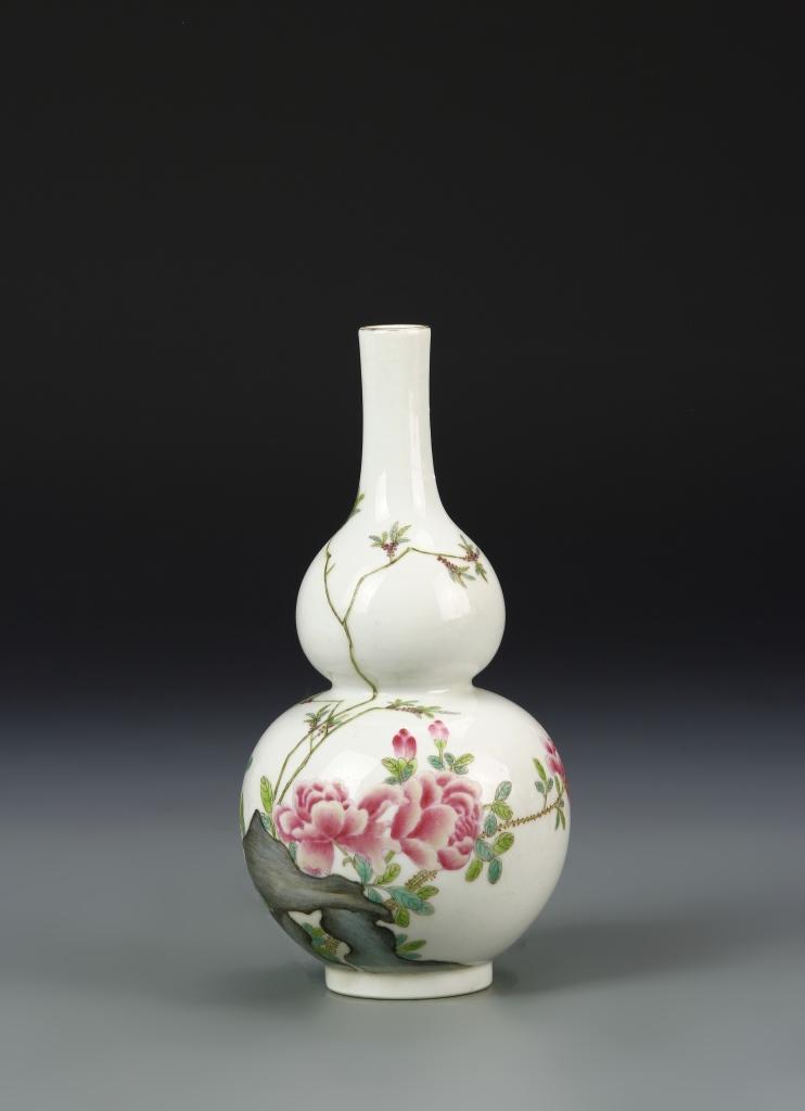 Chinese Famille Rose Gourd Vase