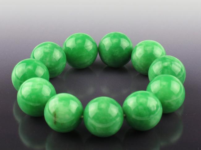 A Jade Bead Bracelet