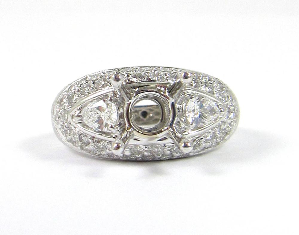 DIAMOND AND EIGHTEEN KARAT GOLD RING SETTING. The
