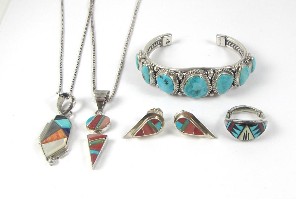 FIVE ARTICLES OF NATIVE AMERICAN JEWELRY, includin