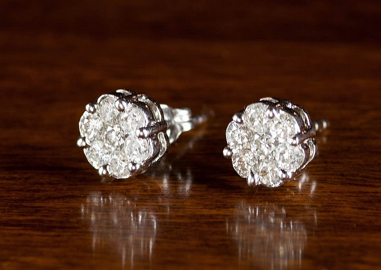 PAIR OF DIAMOND AND WHITE GOLD STUD EARRINGS, each