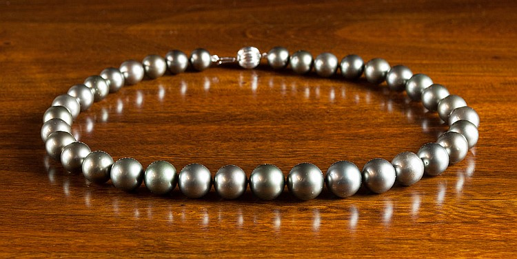 TAHITIAN BLACK SOUTH SEAS PEARL NECKLACE WITH APPR