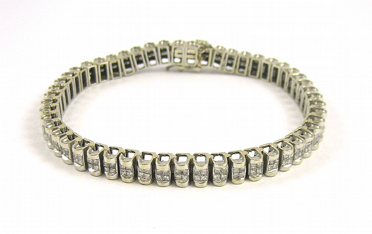 DIAMOND AND FOURTEEN KARAT WHITE GOLD BRACELET, me