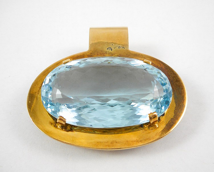 AQUAMARINE AND FOURTEEN KARAT GOLD PENDANT.  The h