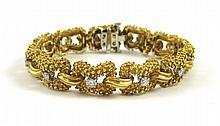 DIAMOND AND EIGHTEEN KARAT GOLD BRACELET, measurin