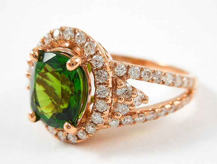GREEN TOURMALINE, DIAMOND AND ROSE GOLD RING. The