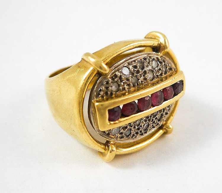 RUBY, DIAMOND AND EIGHTEEN KARAT GOLD RING.  The y