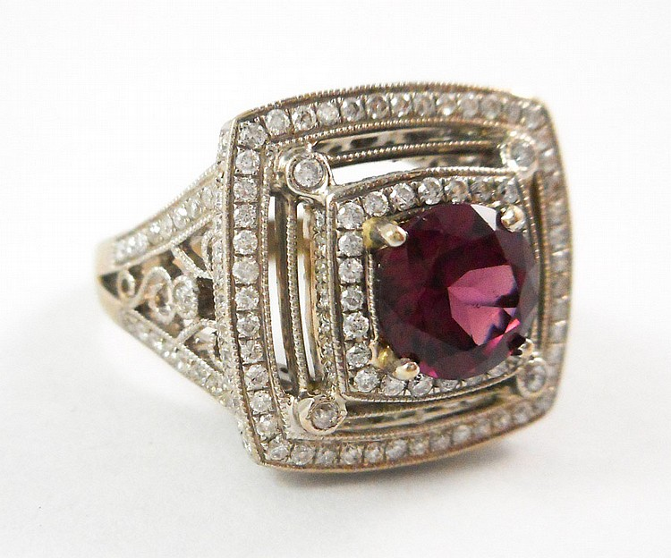 PINK TOURMALINE AND EIGHTEEN KARAT GOLD RING.  The