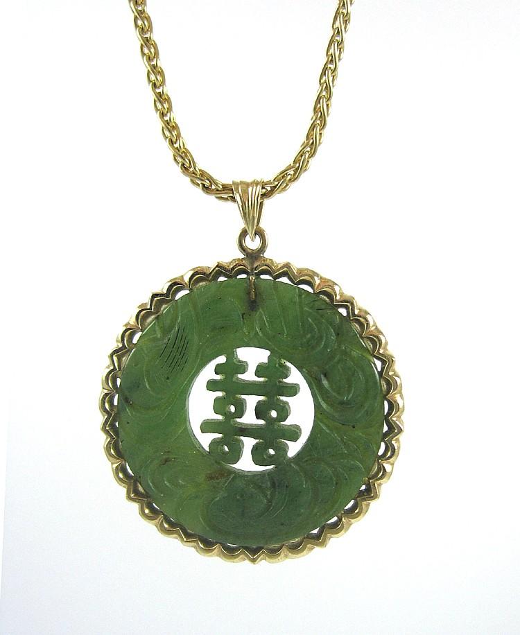 CHINESE SPINACH JADE AND FOURTEEN KARAT GOLD PENDA