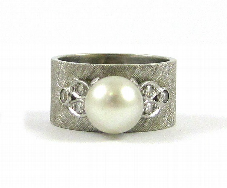 PEARL, DIAMOND AND FOURTEEN KARAT GOLD RING.  The
