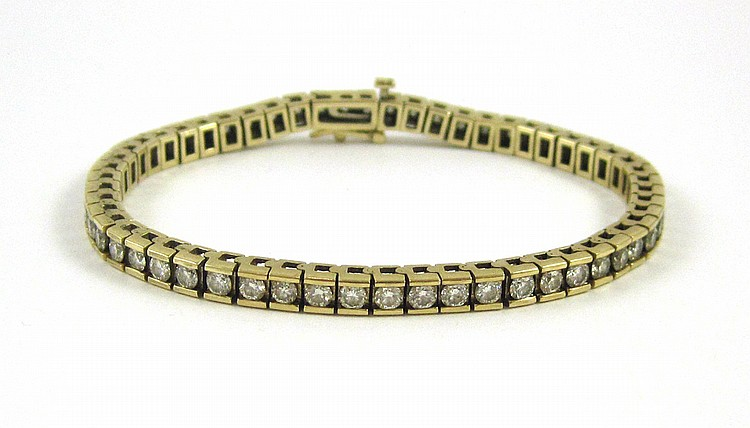 DIAMOND AND FOURTEEN KARAT GOLD TENNIS BRACELET, m