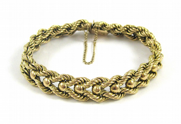 HEAVY EIGHTEEN KARAT GOLD CHAIN BRACELET.  The yel