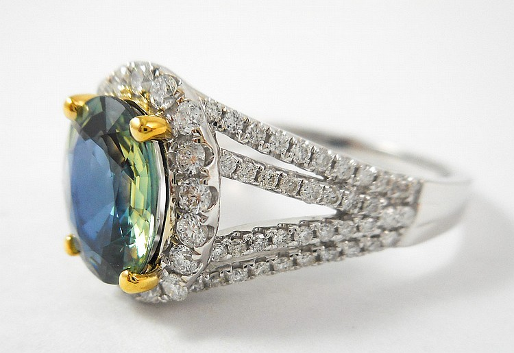 GREEN SAPPHIRE AND FOURTEEN KARAT GOLD RING. The