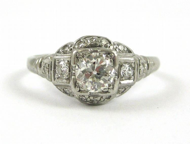 ART DECO DIAMOND AND PLATINUM RING, with twelve ro