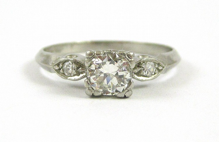 DIAMOND AND PLATINUM RING, with a round, single-cu