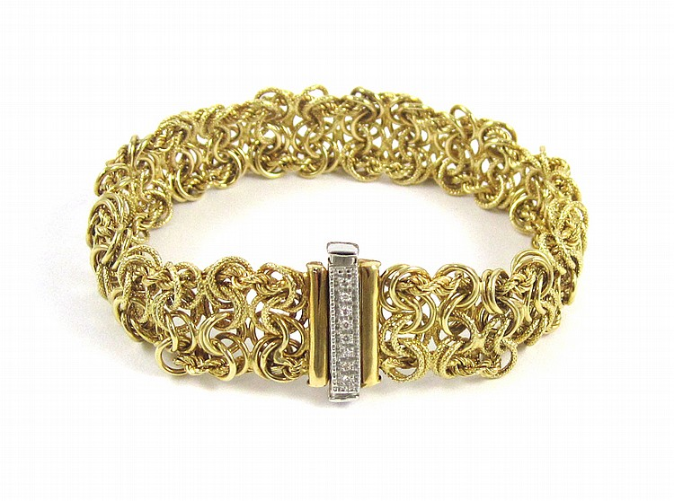 ITALIAN EIGHTEEN KARAT YELLOW GOLD BRACELET, measu