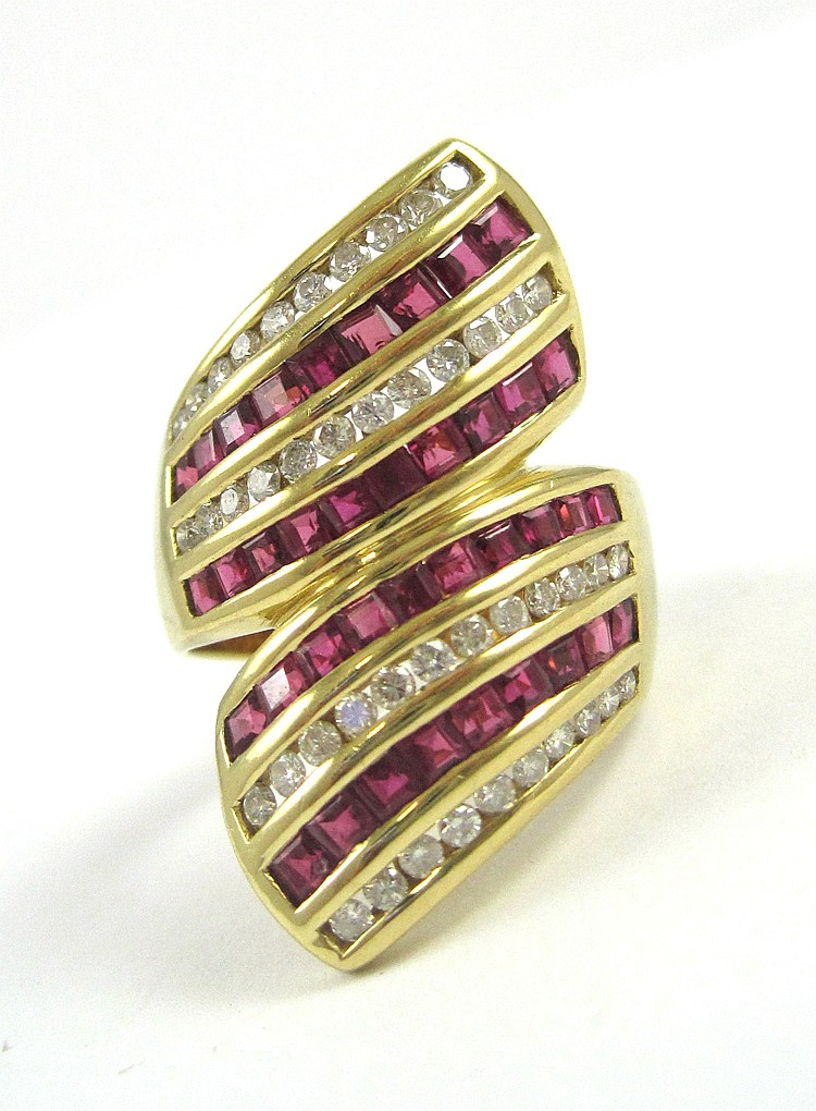 RUBY, DIAMOND AND EIGHTEEN KARAT GOLD RING, set wi