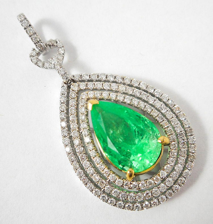 EMERALD, DIAMOND AND EIGHTEEN KARAT GOLD PENDANT,
