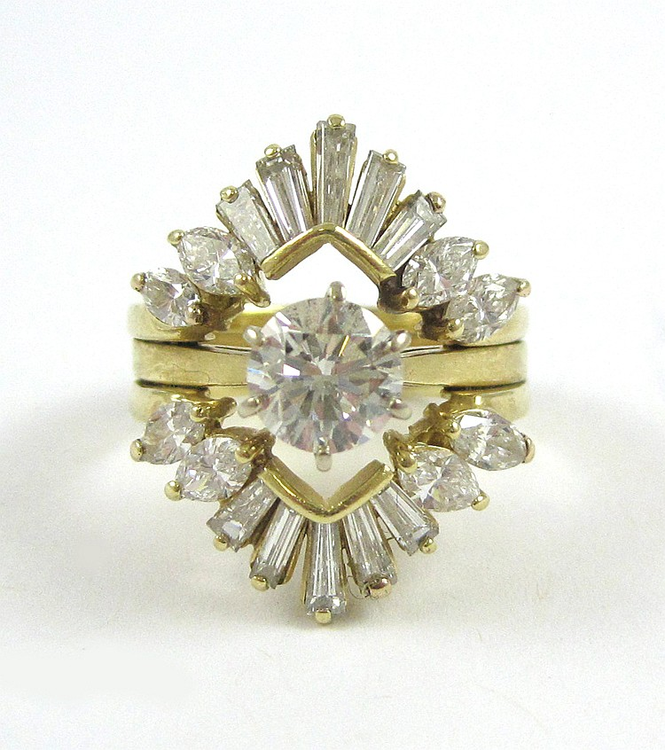 ESTATE DIAMOND AND FOURTEEN KARAT GOLD RING, with