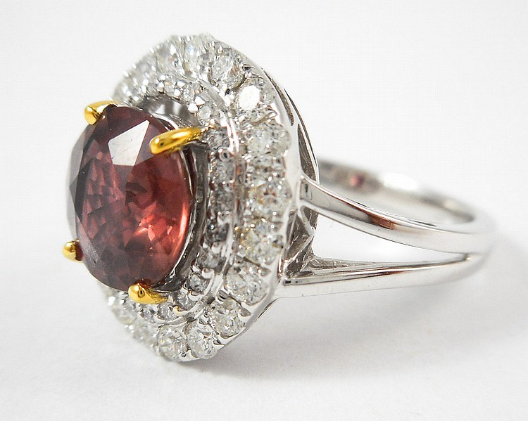 COLORED SAPPHIRE AND FOURTEEN KARAT GOLD RING. Th