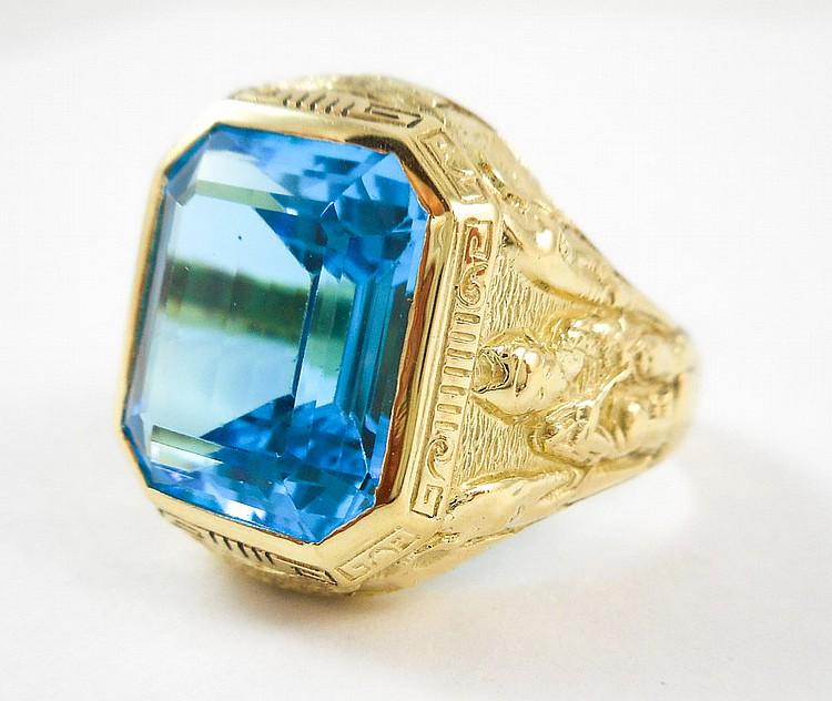 MAN'S BLUE TOPAZ AND FOURTEEN KARAT GOLD RING, bez