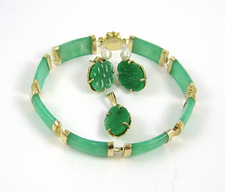 FOUR-PIECE CHINESE JADE AND YELLOW GOLD JEWELRY GR