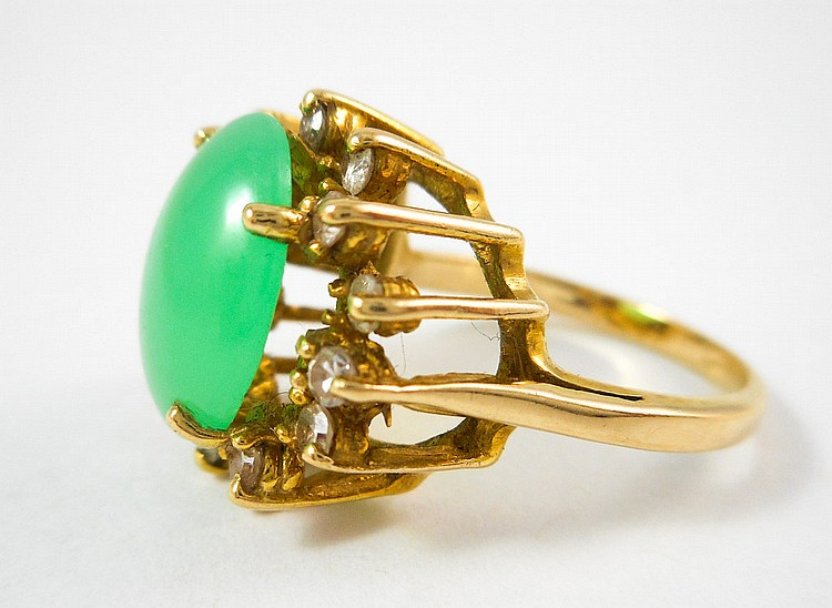 JADE, DIAMOND AND FOURTEEN KARAT GOLD RING, with 1