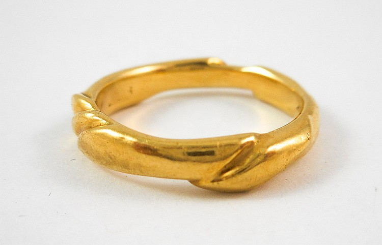 EIGHTEEN KARAT YELLOW GOLD RING, weighing 5.9 gram