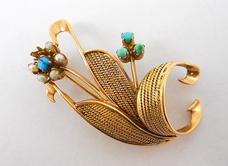 TURQUOISE AND EIGHTEEN KARAT GOLD BROOCH. The yel