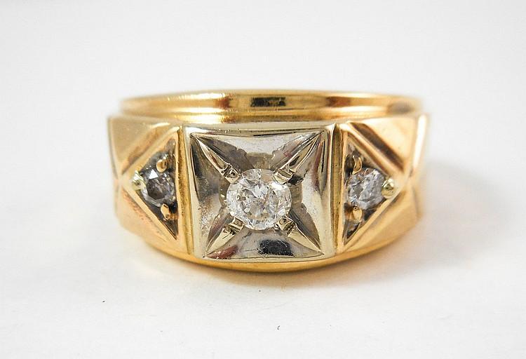 MAN'S DIAMOND AND TEN KARAT GOLD RING, with a roun