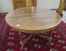 ROUND OAK DINING TABLE, William & Mary Revival sty