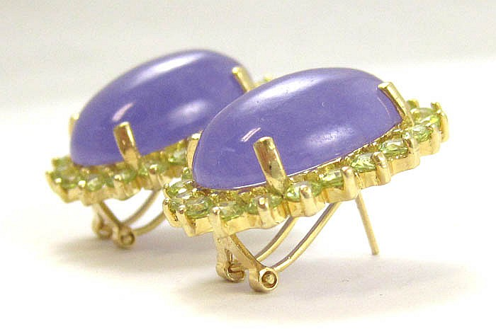 FOUR ARTICLES OF LAVENDER JADE AND PERIDOT