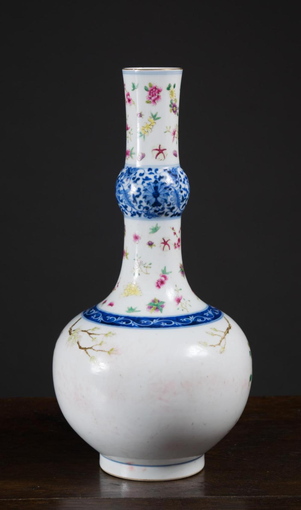 CHINESE PORCELAIN FAMILLE ROSE VASE, hand painted
